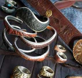 bracelets-om-booty-leathers
